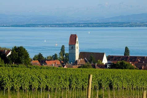 Living in a holiday Villa on the lake of Constance