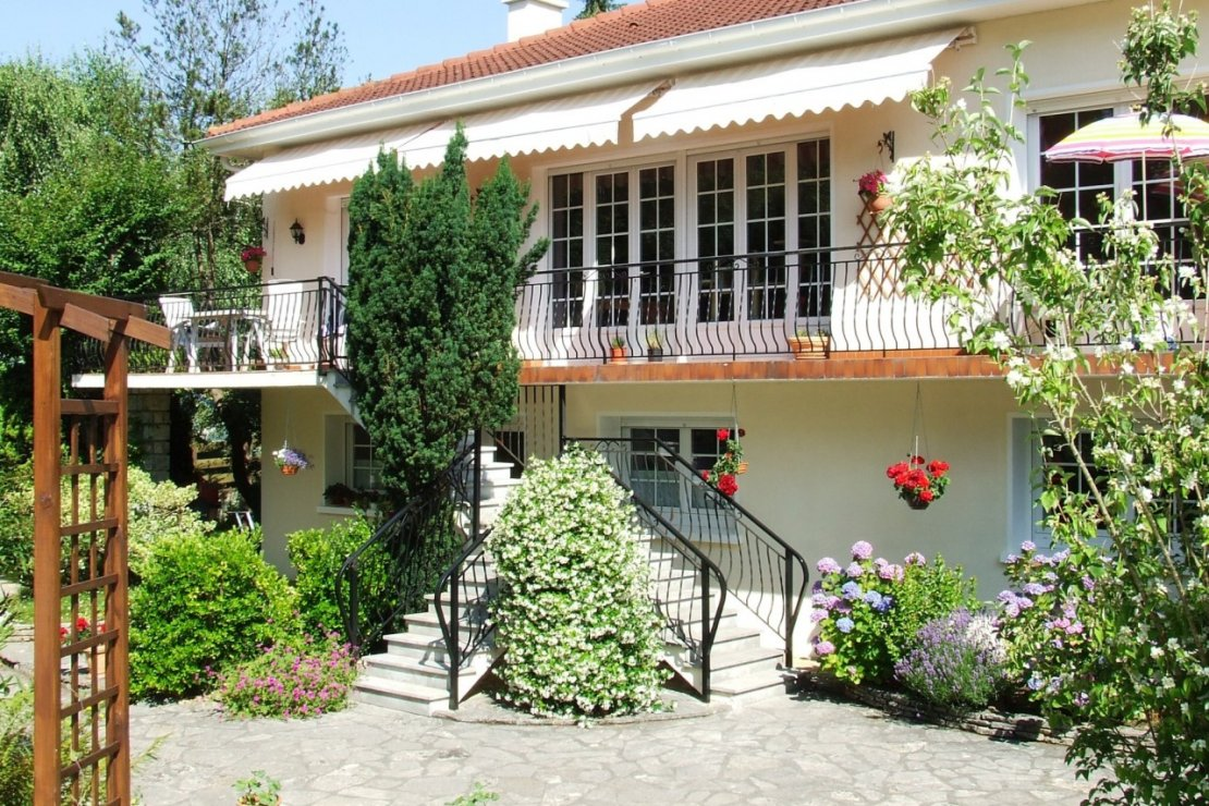 Продается отремонтированная вилла с большим бассейном в Suedwest Фран