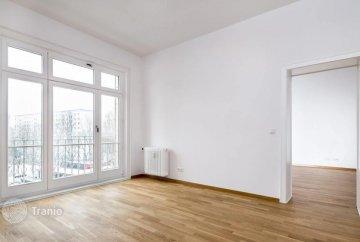 Необычно оформленная двухкомнатная квартира в историческом здании эпохи ГДР, расположенная в центре Берлина, Германия
