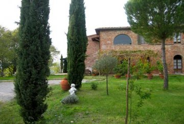 Unique household in Toscana with a plot 1 ha