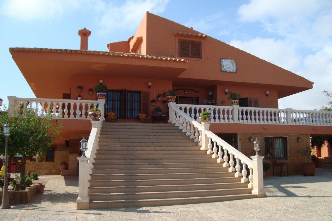 Испанская вилла на пляже
