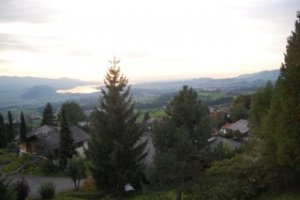 Шале с видом на озеро и горы