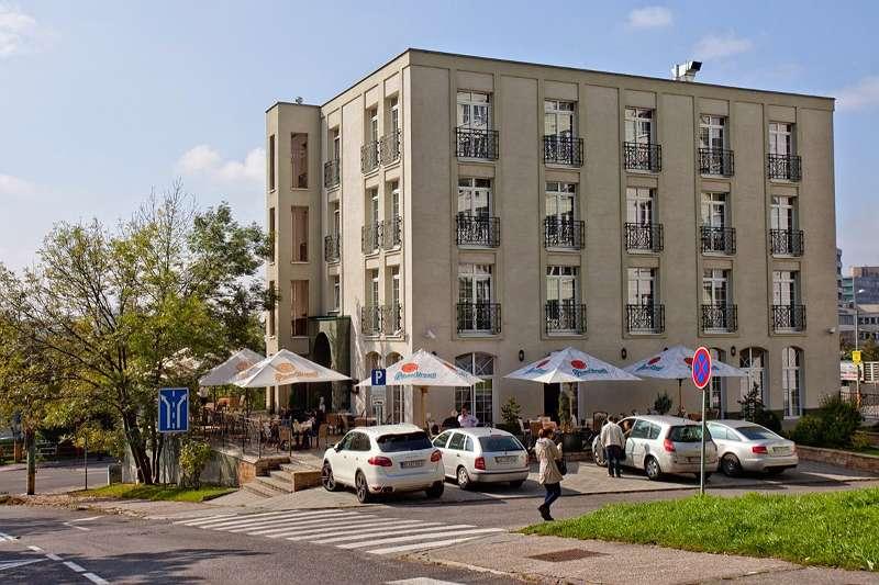 **** 酒店在布拉迪斯拉發,靠近市中心