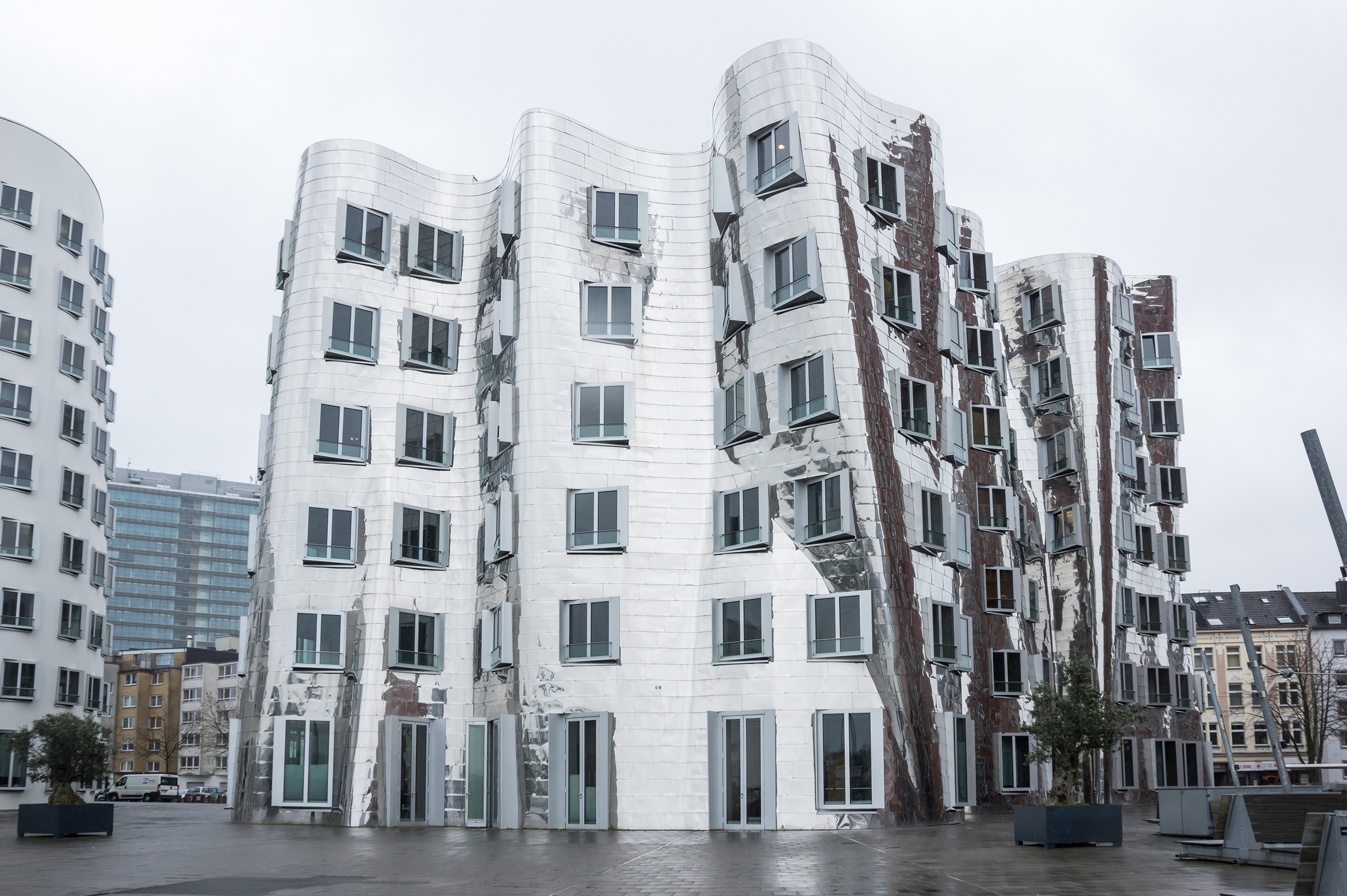 New building with 17 residential units